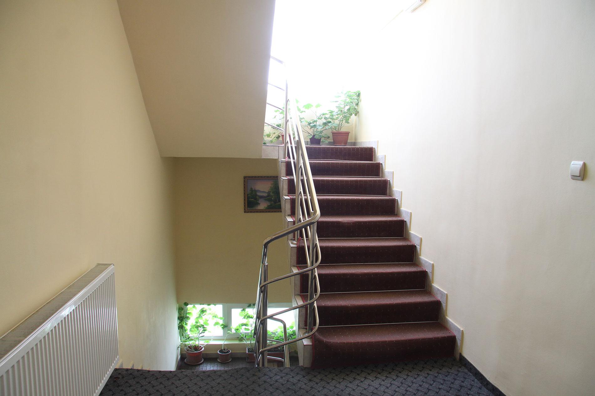 scara-interioara-hotel-corola-oradea-cazare-oradea-2